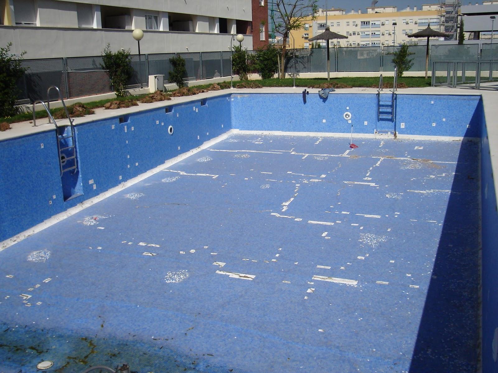 Tienes humedad en la piscina acuasec opiniones for Dibujos para piscinas en gresite